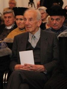 """Weltstar"" Peter Pulzer getting award at U. of Vienna"